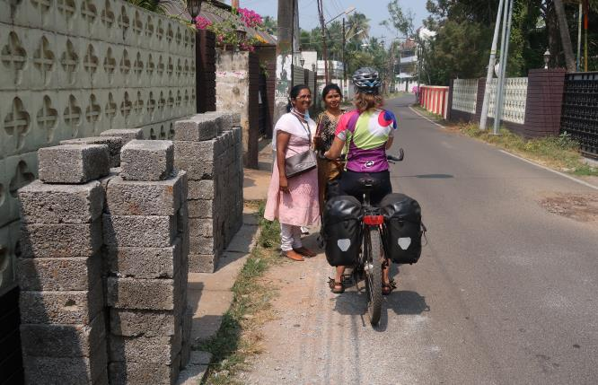 Dutch cyclist and members of a Palliative Homecare team in Kerala
